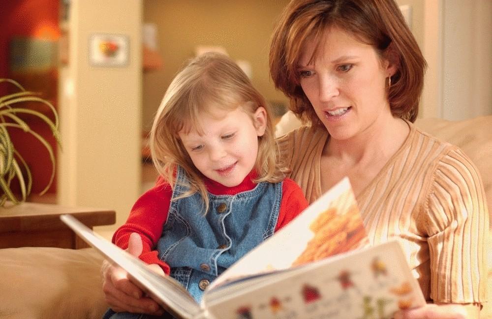 Картинки дети с мамами читают