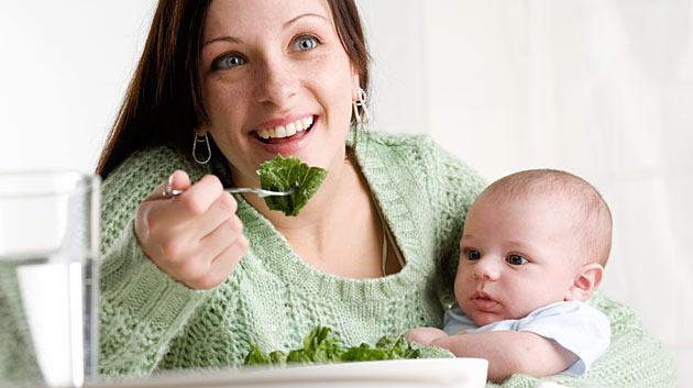 Что можно есть кормящей маме в первый месяц после родов: питание и меню (таблица)